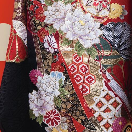 牡丹や菊が美しく描かれた伝統和柄