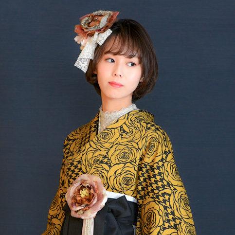 千鳥格子とバラを現代風にアレンジしたデザイン